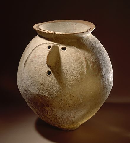 Cremation urn with Lid