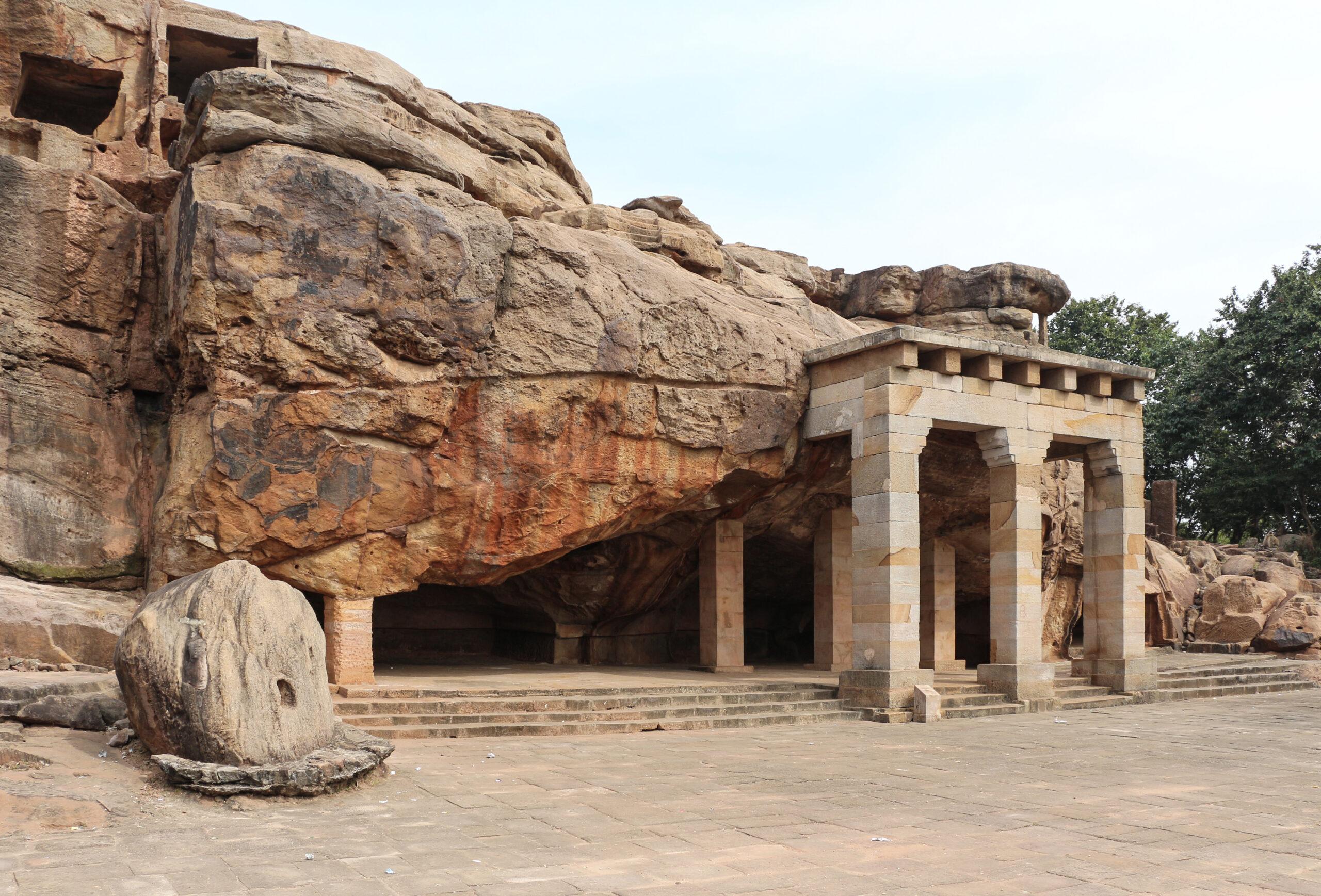 Udayagiri_Caves_-_Hathi_Gumpha